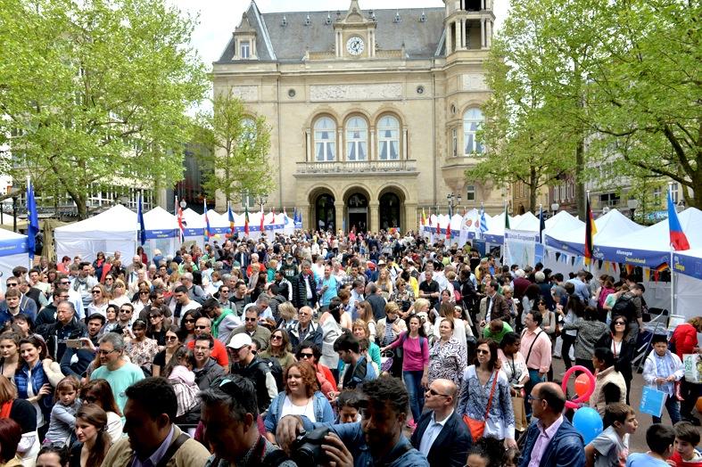 Festa dell'Europa - gente stand