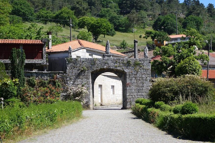 Cammino di Santiago - portale di accesso al complesso monastico di Oseira