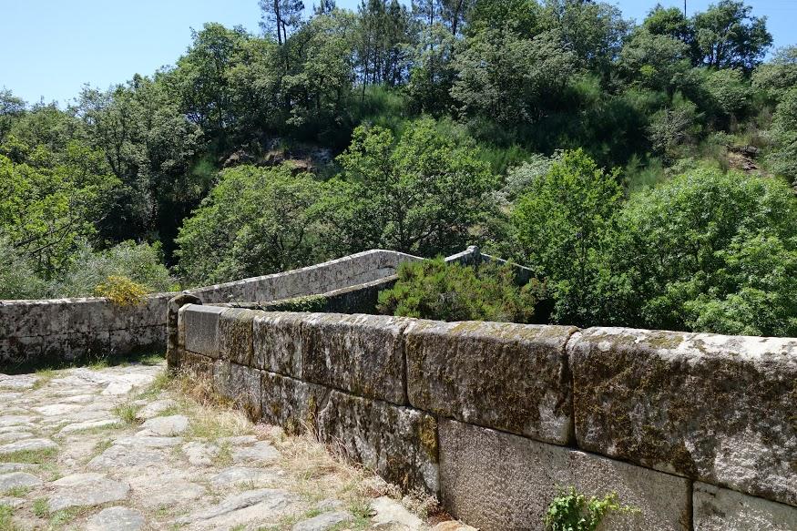 Ponte in pietra vicino a Puente Ulla