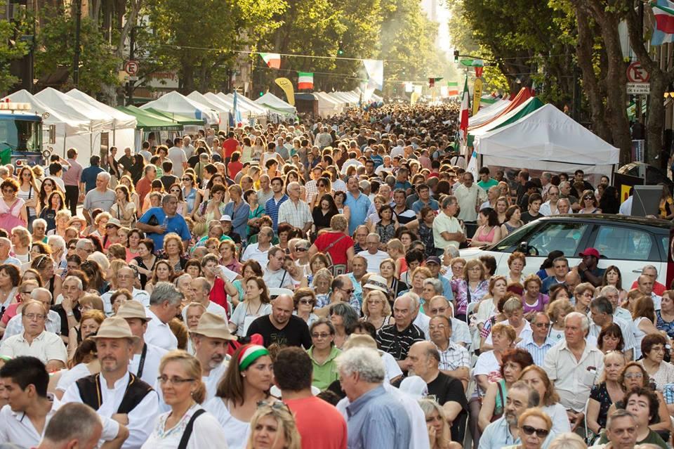 Visitatori della passata edizione di Buenos Aires Celebra Italia. Foto: pagina Facebook dell'evento