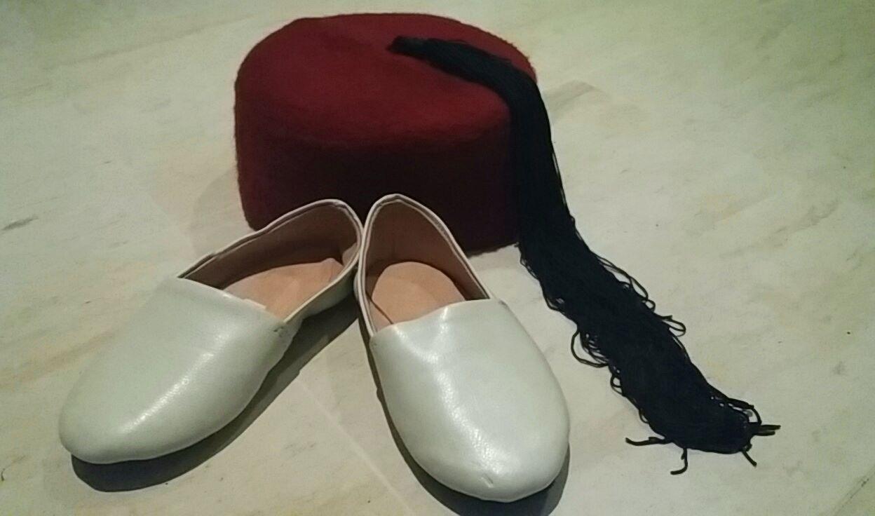Balgha 8le scarpe) e chechya (il copricato) indossate dal bambino dopo il rito.