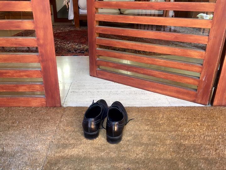 entrare con in una casa giapponese con le scarpe