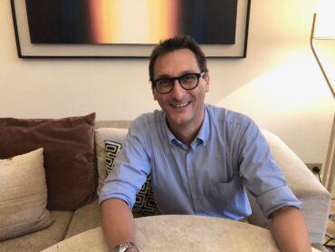 A Barcellona per fondare Radio Bcn, la prima emittente dedicata agli italiani. La storia di Marco Ricchiardi