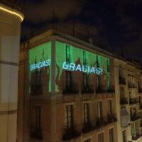 Barcellona in tempo di quarantena. Il videomapping di un artista 3D italiano